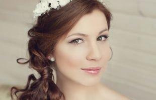 Свадебный макияж в персиковых тонах, свадебный макияж для зеленых глаз со стрелками