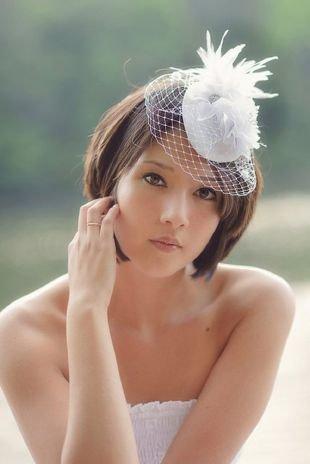 Темно русый цвет волос, модная свадебная прическа на короткие волосы