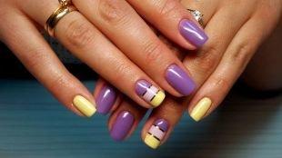 Дизайн ногтей, фиолетово-желтый маникюр с золотыми полосками