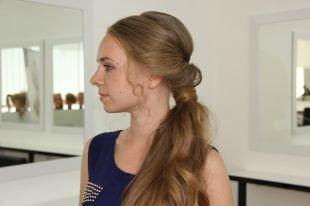 Средне русый цвет волос, прическа на длинные волосы - вывернутый хвост с объемом на макушке