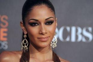 Арабский макияж для карих глаз, вечерний дымчатый макияж