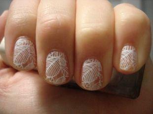Рисунки с листьями на ногтях, маникюр с белыми листиками