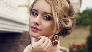 Макияж под желтое платье, макияж на выпускной для серо-голубых глаз