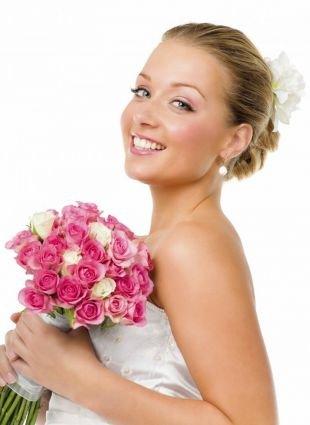 Прически с цветами на короткие волосы, стильная свадебная прическа на короткие волосы