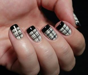 Французский маникюр на коротких ногтях, модный маникюр в клетку