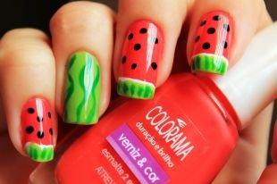 Красный маникюр, изображение арбуза на ногтях