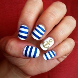 Рисунки блестками на ногтях, маникюр-тельняшка