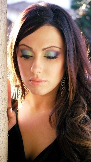 Макияж для брюнеток с голубыми глазами, волшебный макияж для нависшего века