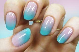 Градиентный маникюр, пестрый омбре маникюр на коротких ногтях