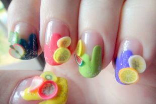 Розовый френч, фрукты на ногтях