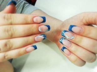 Рисунки с узорами на ногтях, синий френч с белым рисунком