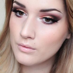 Макияж для блондинок с карими глазами, вечерний макияж в фиолетово-персиковых тонах
