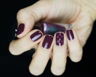 Комбинированный маникюр, маникюр в фиолетовом тоне на коротких ногтях