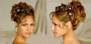 Высокие прически на средние волосы, греческая прическа лампадион с полностью подобранными волосами