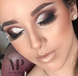 Макияж для далеко посаженных глаз, вечерний дымчатый макияж с блестками