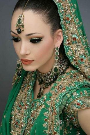 Свадебный макияж в восточном стиле, индийский макияж зелеными тенями
