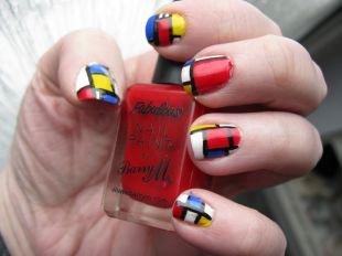 Абстрактные рисунки на ногтях, разноцветный маникюр на коротких ногтях