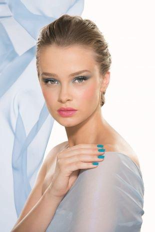 Макияж для русых волос и серых глаз, весенний макияж с голубыми тенями