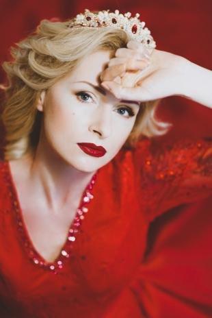 Макияж для блондинок с красной помадой, свадебный макияж под красное платье