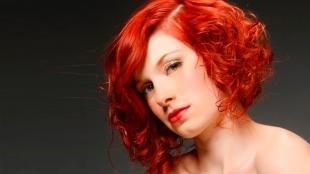 Ярко рыжий цвет волос на средние волосы, модная женская стрижка