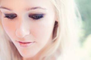 Макияж для блондинок с серо-голубыми глазами, нежный макияж смоки айс для блондинок
