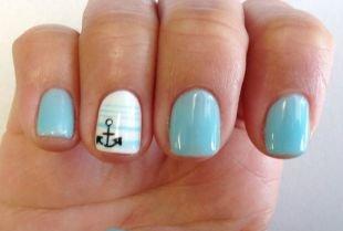 Рисунки на ногтях на морскую тематику, нежно-голубой маникюр с якорем