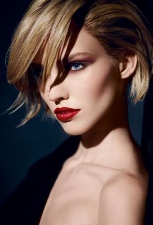 Макияж для блондинок с красной помадой, макияж для голубых глаз и русых волос