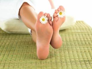 Популярные народные способы лечения грибка на ногах