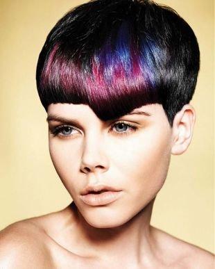 Иссиня-черный цвет волос на короткие волосы, окрашивание волос в черный цвет с цветными прядями