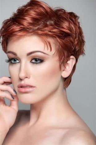 Ярко рыжий цвет волос на короткие волосы, стильная укладка тонких волос