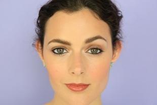 Макияж для брюнеток с серыми глазами, макияж глаз с использованием черного карандаша