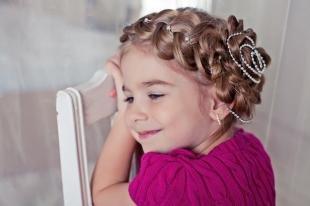 Праздничные детские прически на длинные волосы, прическа на день рождения для маленькой девочки