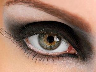 Макияж в рок стиле, насыщенный макияж для серых глаз