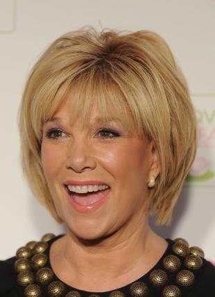 Цвет волос медовый блонд, модная короткая стрижка для женщин после 50 лет