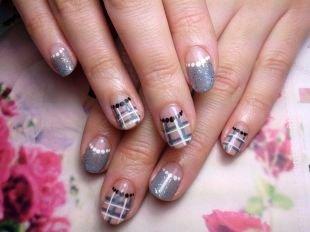 Рисунки на маленьких ногтях, лунный маникюр в серых тонах