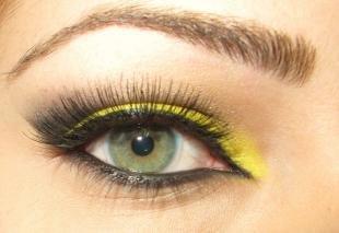 Макияж для шатенок с зелеными глазами, ярко-желтый макияж глаз