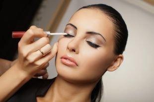 Вечерний макияж для брюнеток, нежные свадебные стрелки