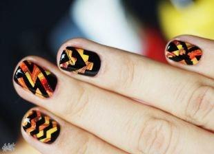 Рисунки на черных ногтях, яркий узорный маникюр на короткие ногти