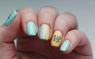 """Мятный маникюр, желто-голубой """"градиент"""" с бабочкой"""