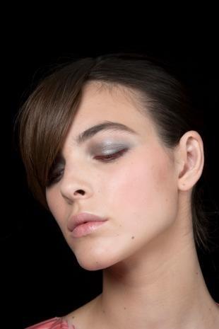 Сексуальный макияж для шатенок летнего цветотипа