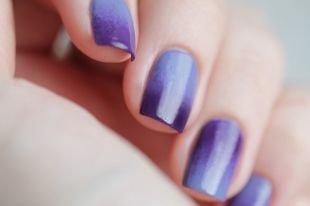 Молодёжные рисунки на ногтях, фиолетово-голубой градиентный маникюр