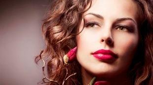 Макияж под розовое платье, макияж для зеленых глаз с ярко-розовой помадой