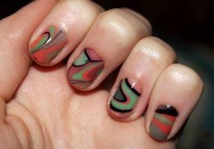 Абстрактные рисунки на ногтях, водный маникюр