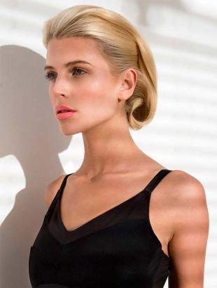 Цвет волос натуральный блондин, женственная прическа для коротких волос