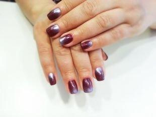 Рисунки на ногтях для начинающих, градиентный бордово-серебристый маникюр с покрытием шеллаком