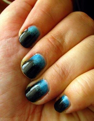 Дизайн ногтей с блестками, черно-синий градиентный маникюр