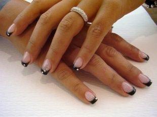 Красивый дизайн ногтей, черный шеллак френч со стразами