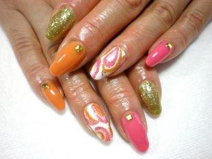 Современные рисунки на ногтях, многоцветный маникюр с камнями