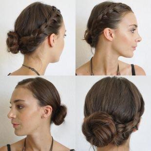 Коричневый цвет волос, красивая прическа на 1 сентября с пучком и плетением вокруг головы