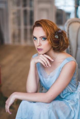 Коричнево рыжий цвет волос на длинные волосы, романтическая прическа для фотосессии
